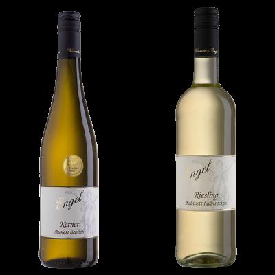 zwei Weißweinflaschen